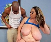 BBW April McKenzie and its big breasts floating in the pool